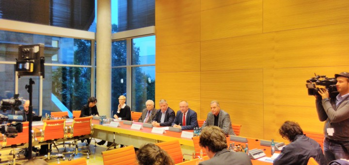 (von links nach rechts:  Oskar Negt, Thomas Nord (Die Linke), Axel Schäfer (SPD), Frithjof Schmidt (Bündnis 90/Die Grünen)